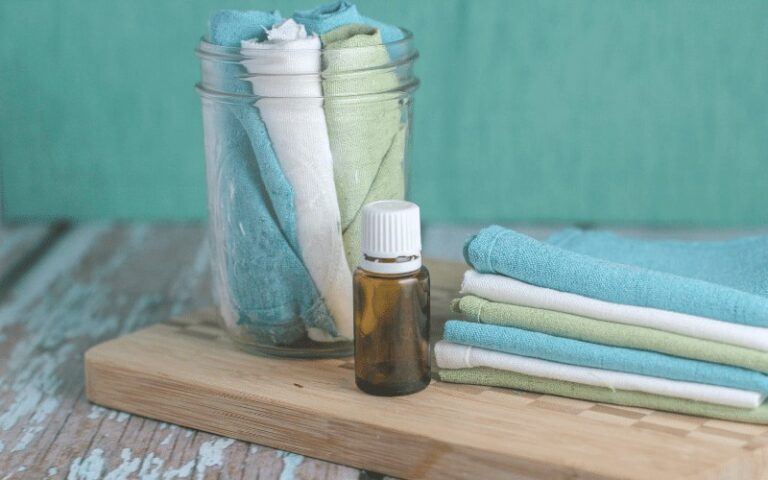 Homemade Reusable Dryer Sheets Are So Easy to Make!